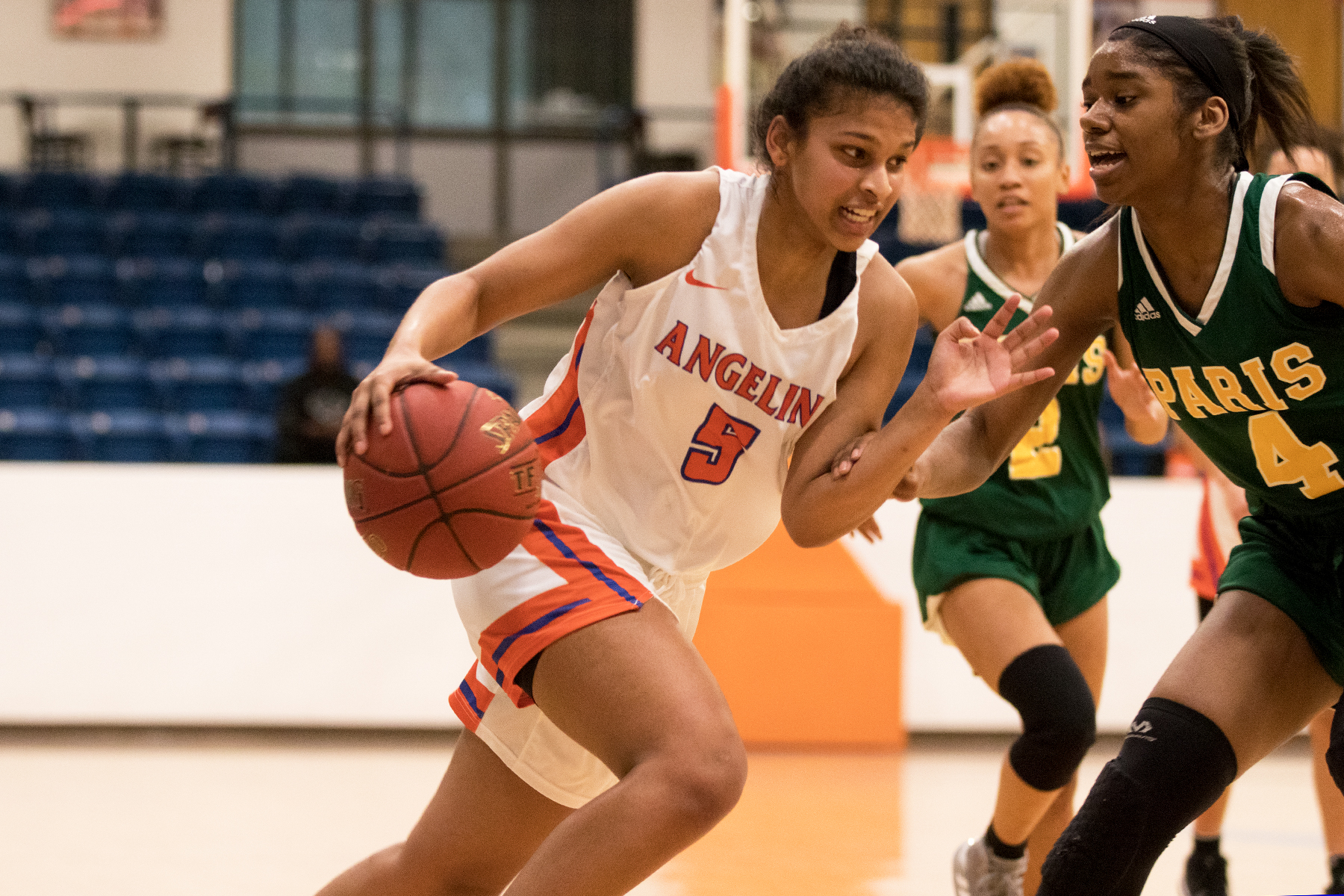 Lady Roadrunners Outrun Paris College Porchia Notches Double-Double in Win